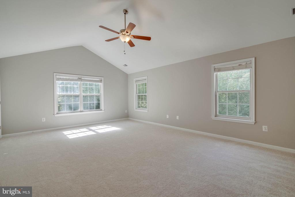 Spacious master suite with two walk in closets - 6541 JEROME CT, MANASSAS