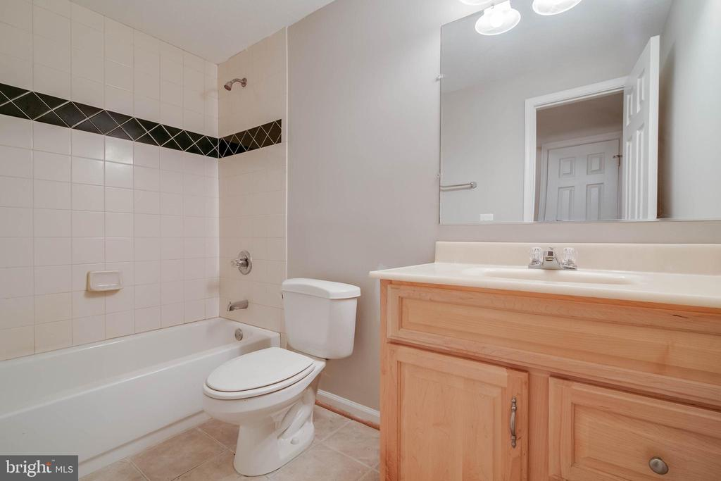 Full bath in lower level - 6541 JEROME CT, MANASSAS