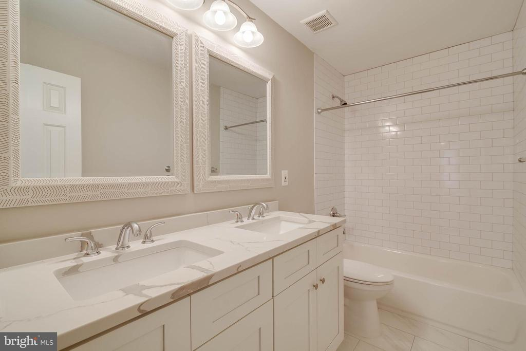 All new full hall bath - 6541 JEROME CT, MANASSAS