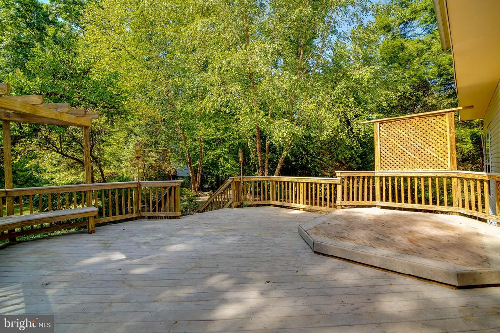 Large deck - 6541 JEROME CT, MANASSAS