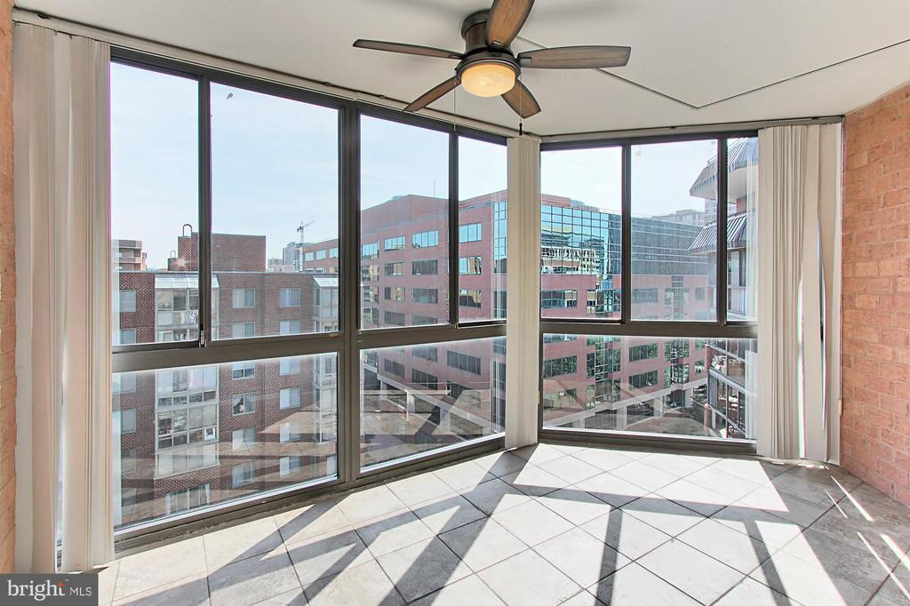 Expansive Sun Room with lighted ceiling fan - 1024 N UTAH ST #816, ARLINGTON