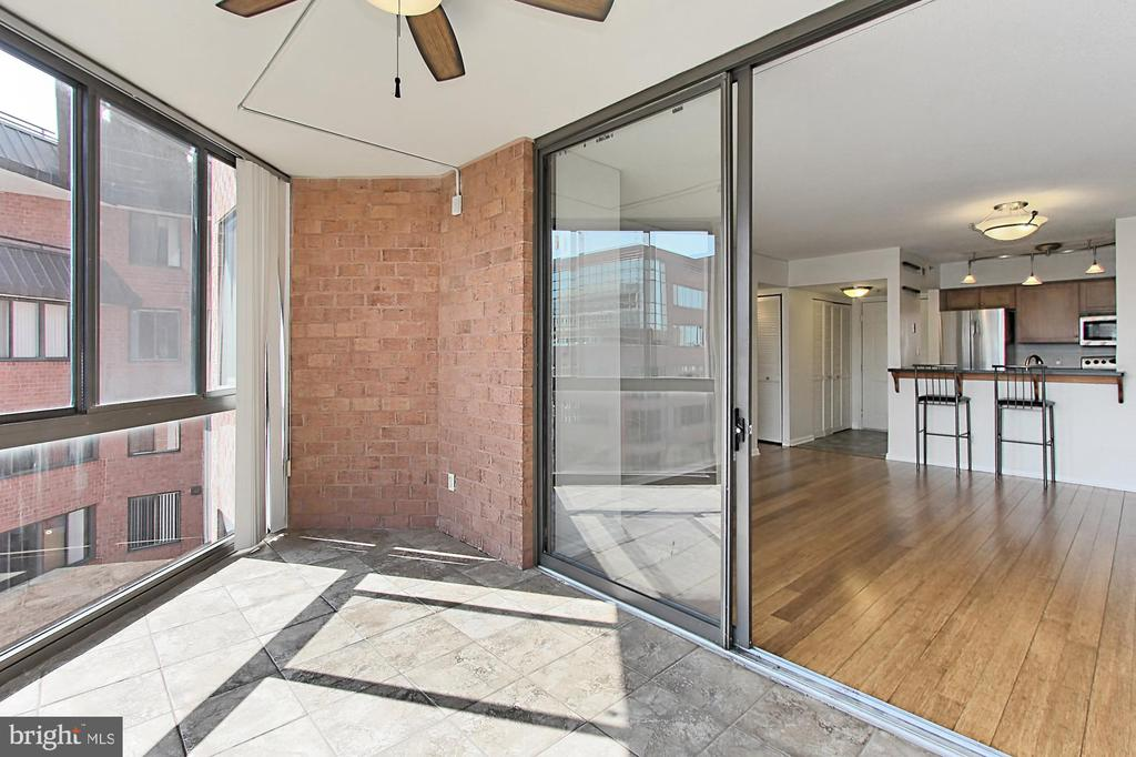 Sun Room perfect for office or workout area - 1024 N UTAH ST #816, ARLINGTON