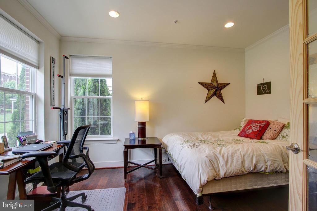 Possible 1st floor bedroom/office - 742 COBBLER PL, GAITHERSBURG