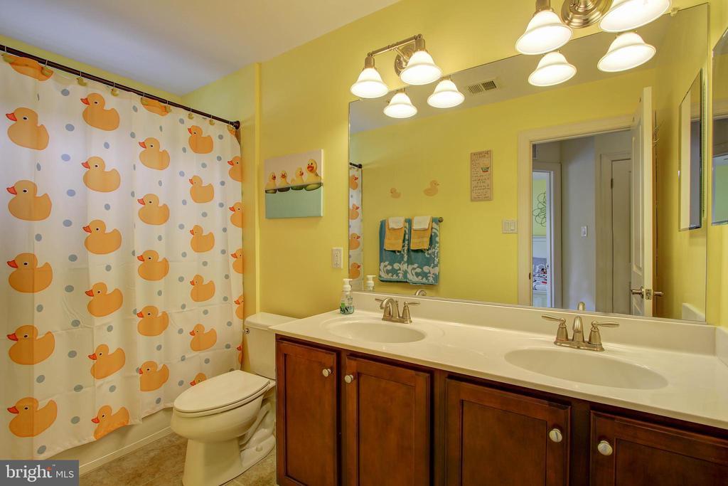 Hall Bath - 742 COBBLER PL, GAITHERSBURG