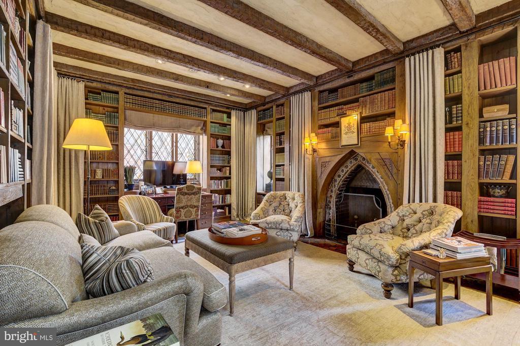 Library w/ Fireplace - 2728 32ND ST NW, WASHINGTON