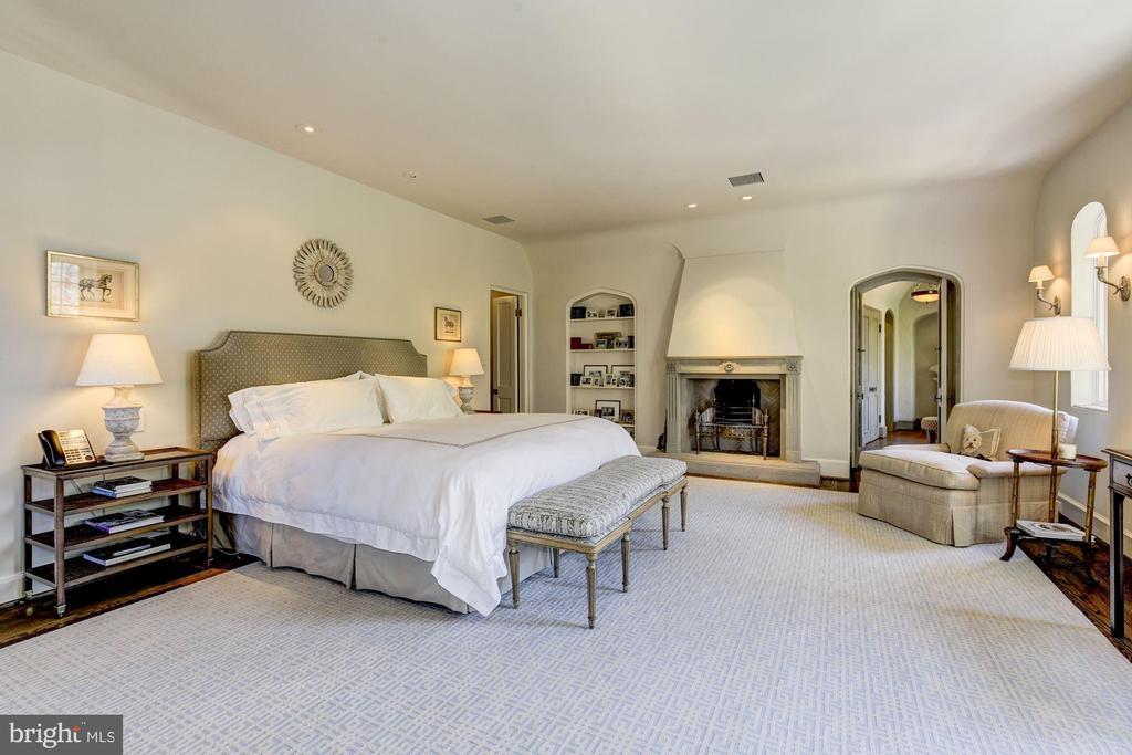 Master Bedroom w/ Fireplace - 2728 32ND ST NW, WASHINGTON