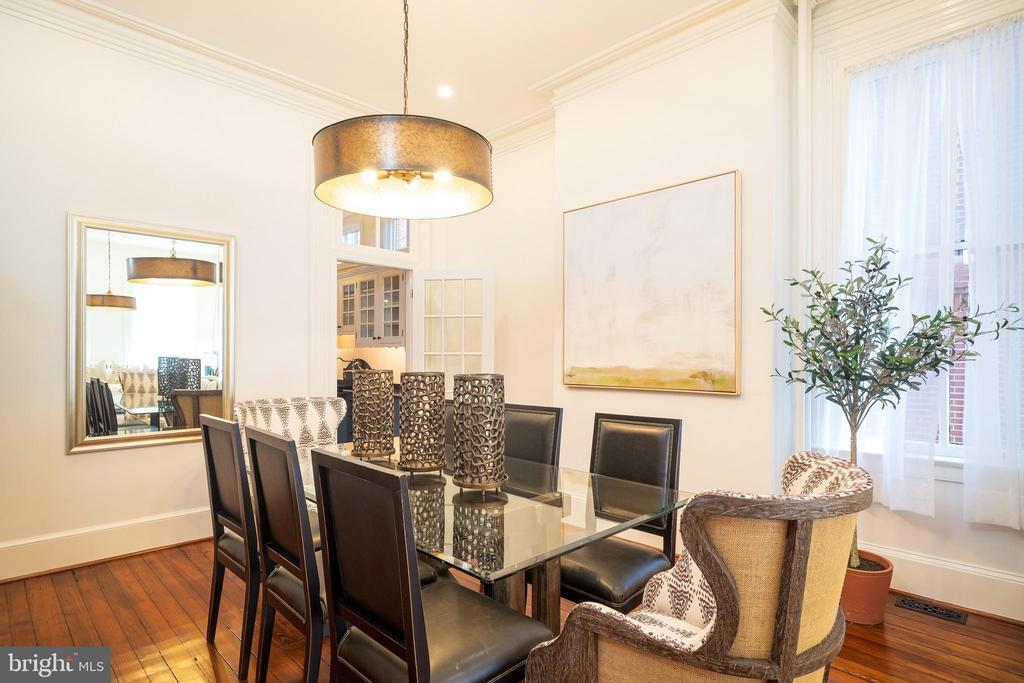Dining room opens to the kitchen - 1511 16TH ST NW, WASHINGTON