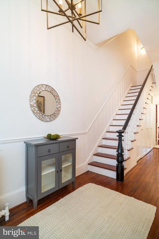 Inviting entry with 11ft ceilings - 1511 16TH ST NW, WASHINGTON