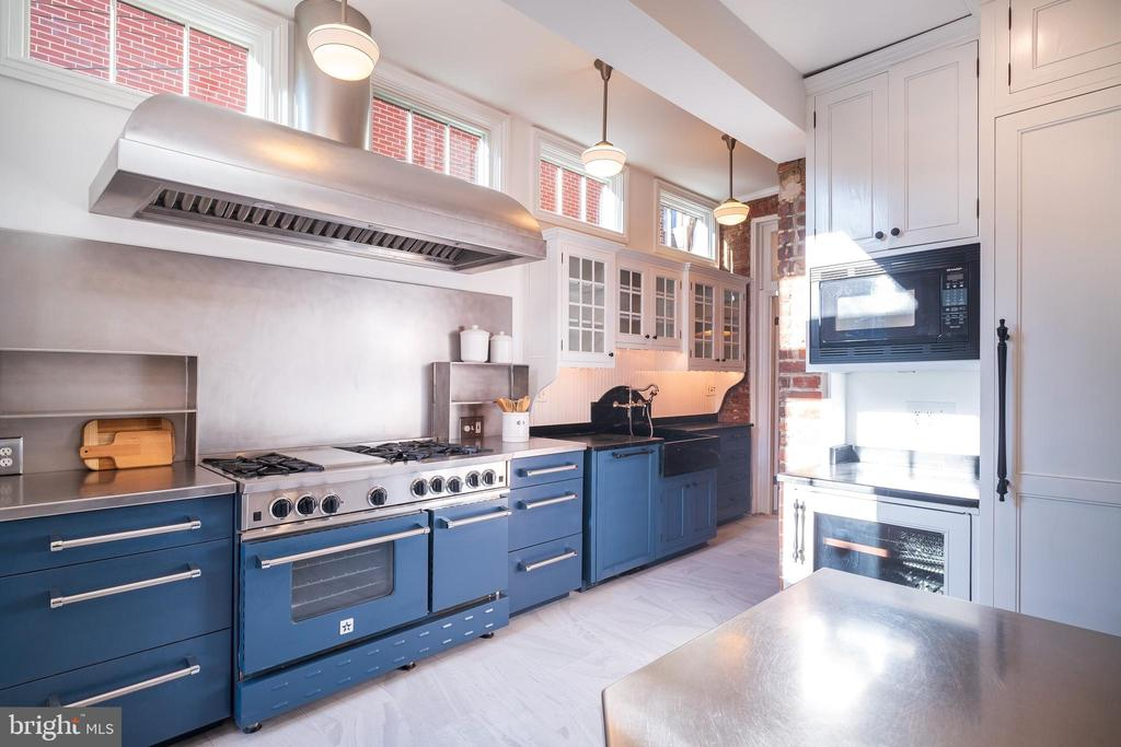 Industrial-style Chef's kitchen - 1511 16TH ST NW, WASHINGTON