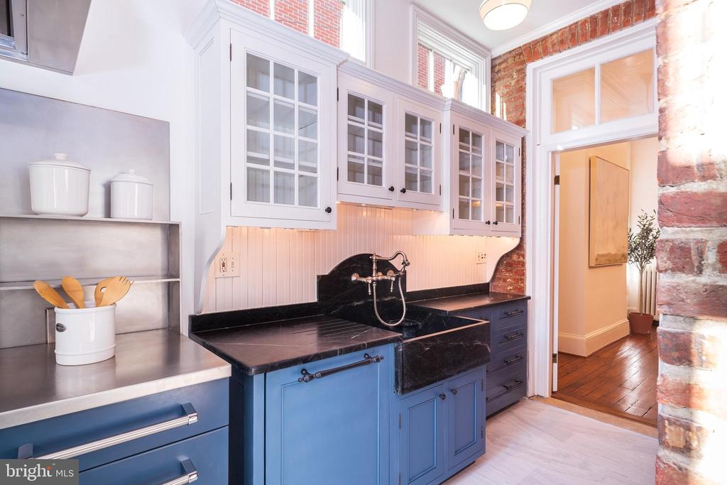 Blue-painted cabinetry - 1511 16TH ST NW, WASHINGTON