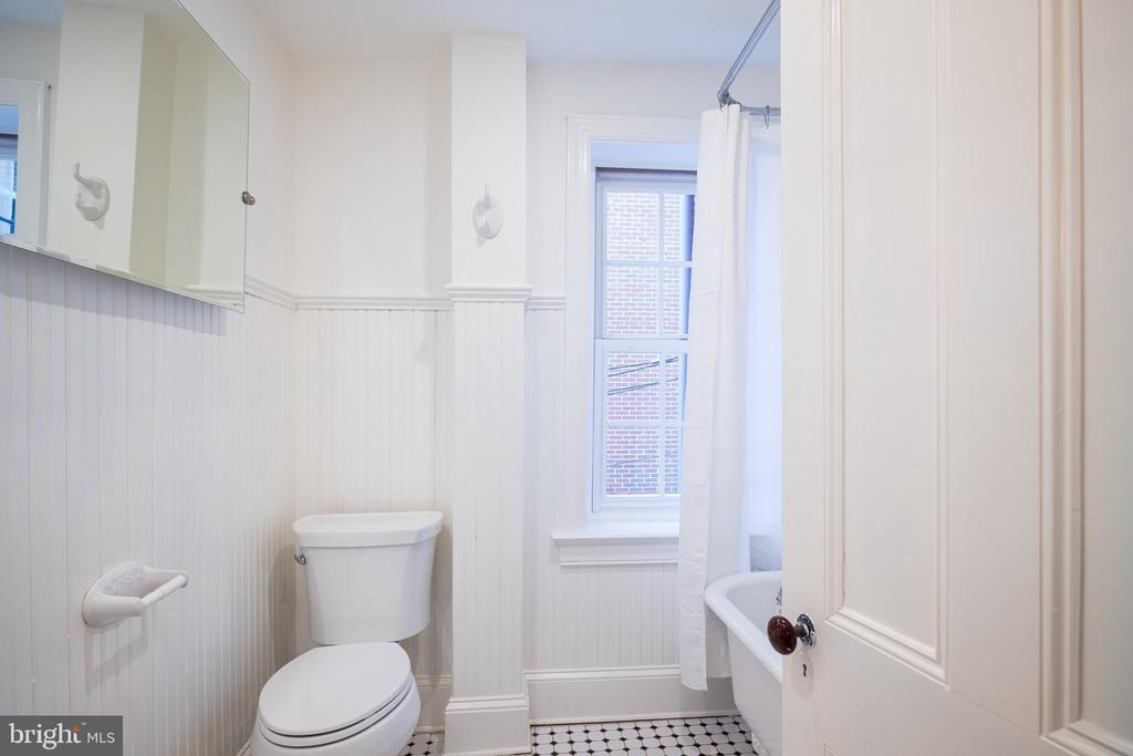 Adjacent second full bathroom - 1511 16TH ST NW, WASHINGTON