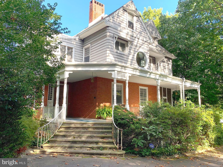 Single Family Homes per Vendita alle ore Wallingford, Pensilvania 19086 Stati Uniti