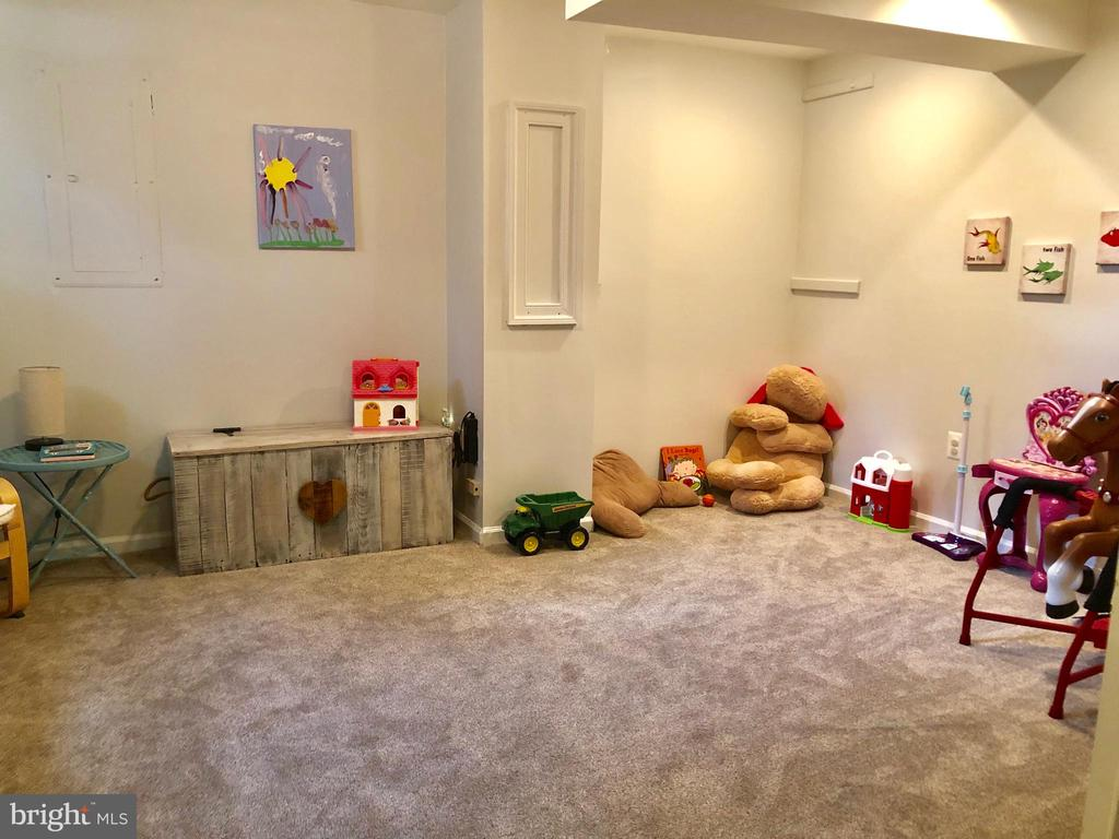 Den or 5th Bedroom - Carpet 1 Year Old - 9505 COUNTRY ROADS LN, MANASSAS