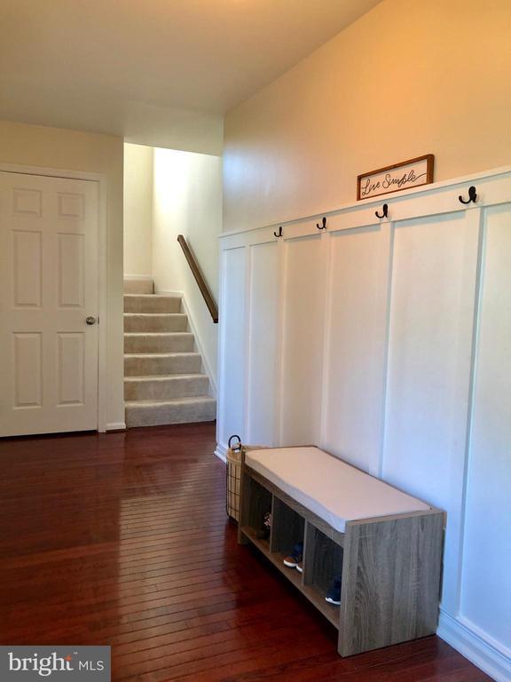 Entry Foyer - Hardwood Floor - 9505 COUNTRY ROADS LN, MANASSAS