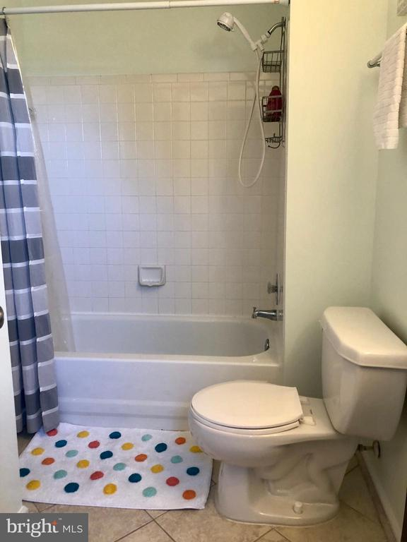 Upper Level, Updated Hall Bath, Ceramic Tile - 9505 COUNTRY ROADS LN, MANASSAS