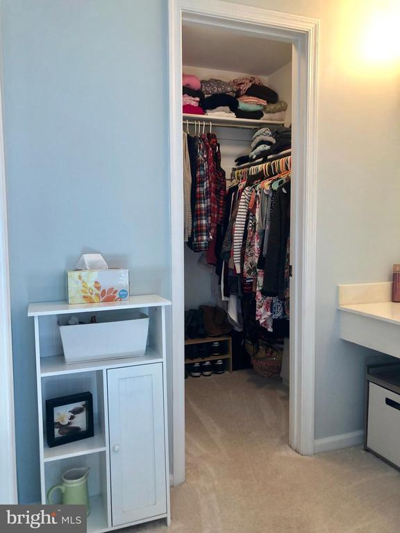 Master BR - Walk-in Closet - 9505 COUNTRY ROADS LN, MANASSAS