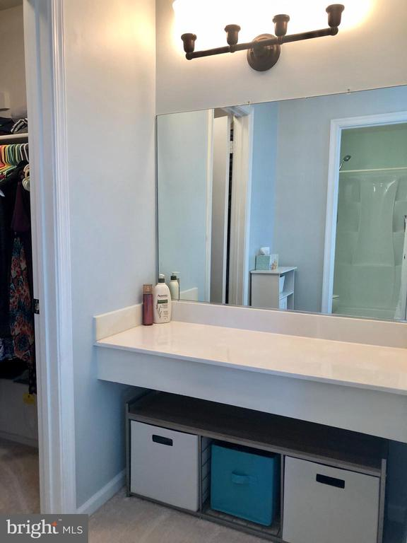 Master BR - Dressing Area - 9505 COUNTRY ROADS LN, MANASSAS