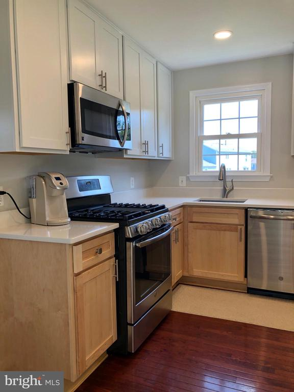 Upgraded Cabinets - New Appliances - 9505 COUNTRY ROADS LN, MANASSAS