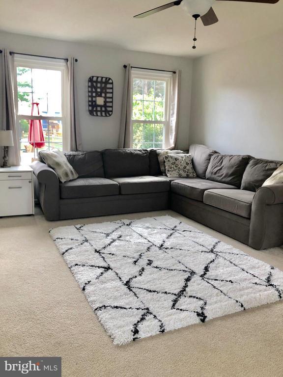 Living Room - 9505 COUNTRY ROADS LN, MANASSAS