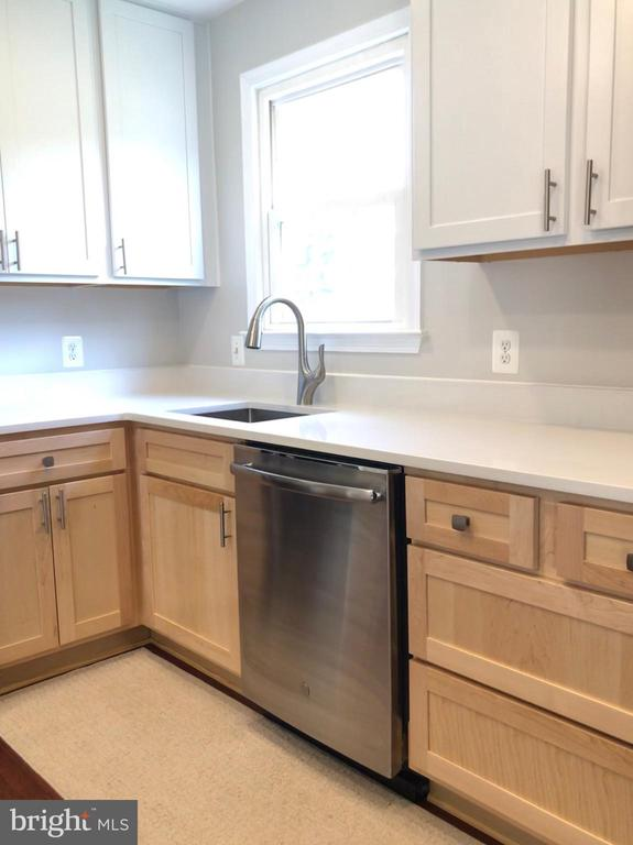 Stainless Steel Appliances - Farm Sink - 9505 COUNTRY ROADS LN, MANASSAS