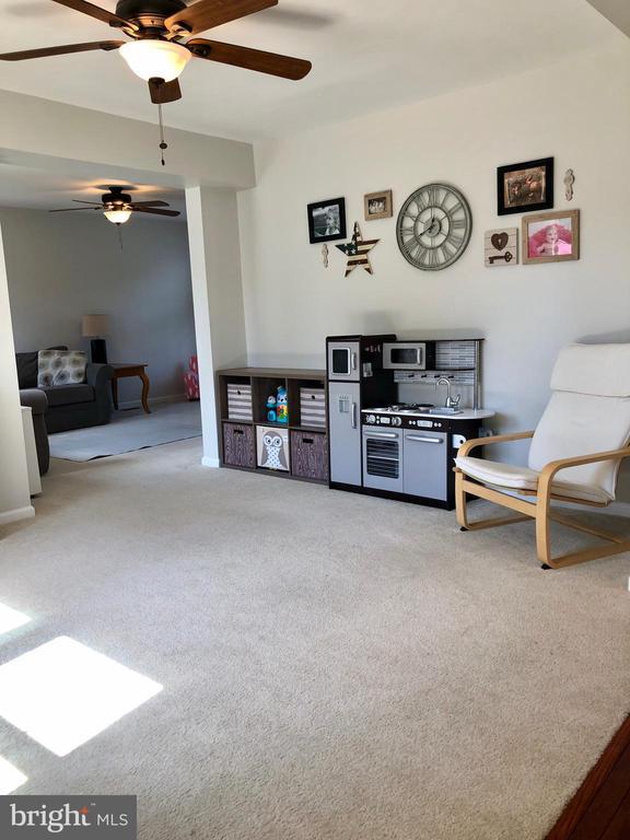 Den-Playroom, Ceiling Fan/Light - 9505 COUNTRY ROADS LN, MANASSAS
