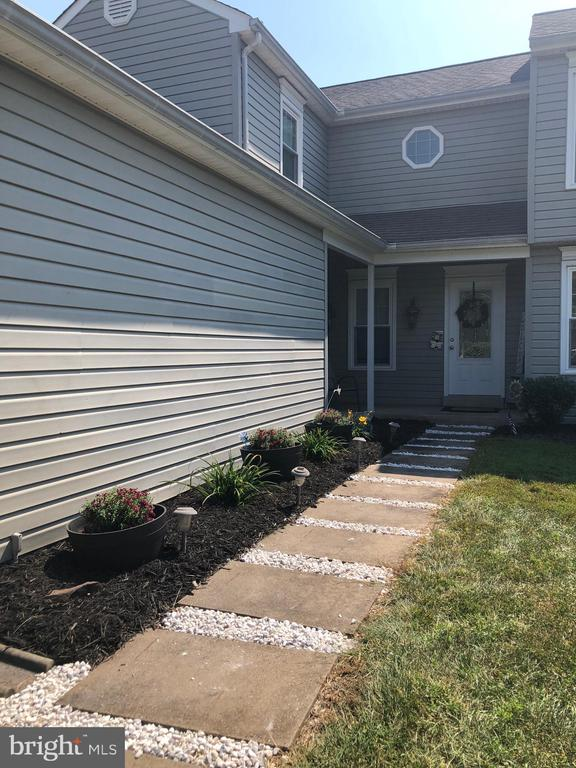 Nicely Landscaped - 9505 COUNTRY ROADS LN, MANASSAS
