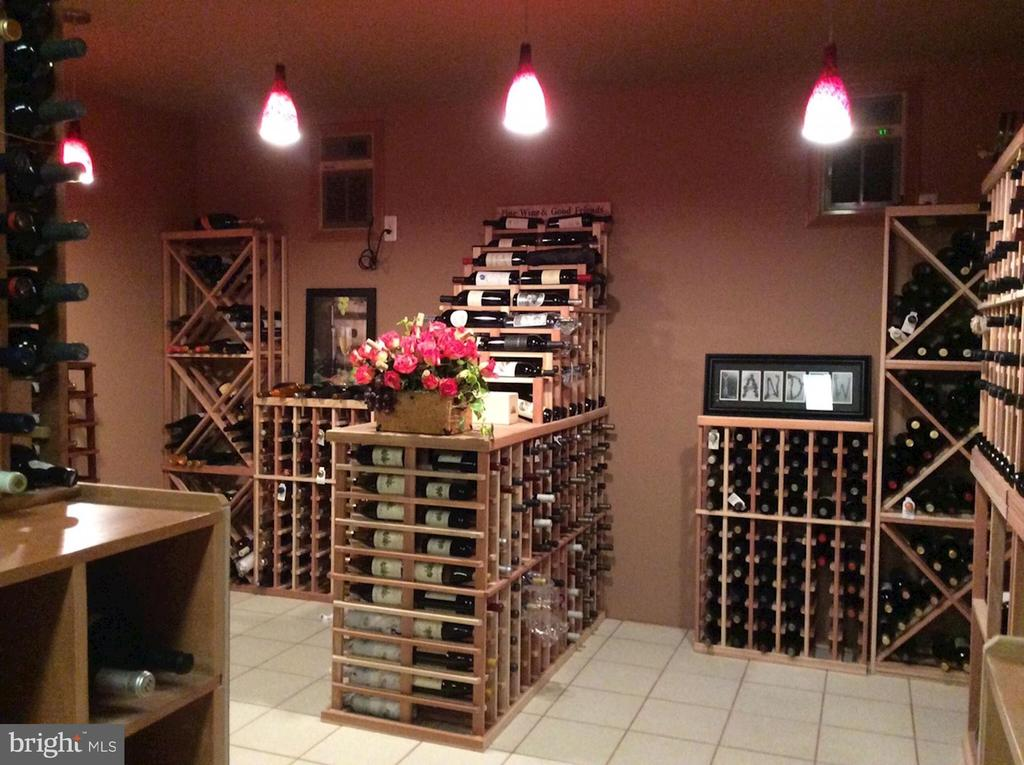 Wine cellar - 7115 WOLF DEN RD, FAIRFAX STATION