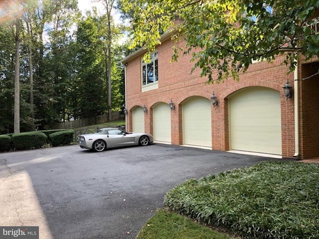 Four car garage - 7115 WOLF DEN RD, FAIRFAX STATION