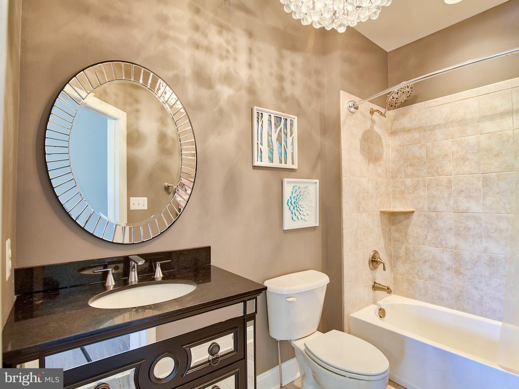 Bedroom Bath #1 - 23429 ROUNDUP PL, ALDIE