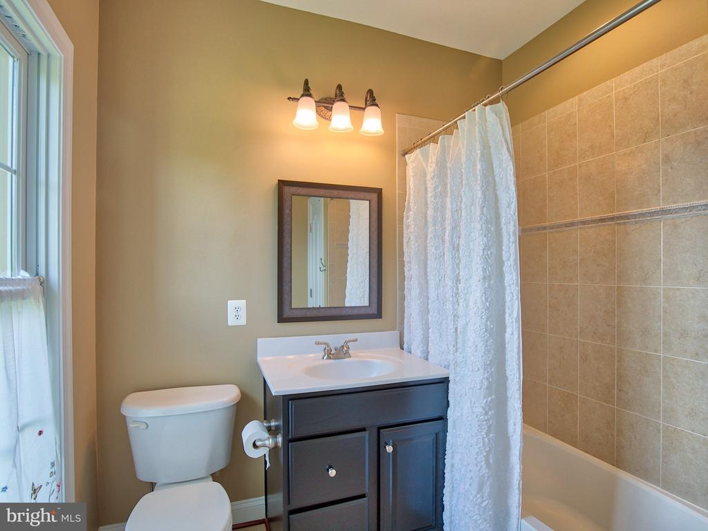 Full bathroom for Bedroom #3 - 23429 ROUNDUP PL, ALDIE