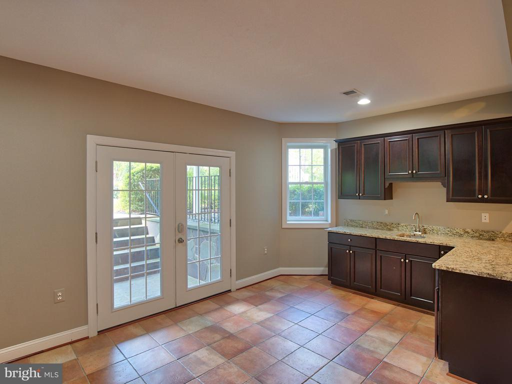 Kitchen in Lower Level with 2nd walk-out - 23429 ROUNDUP PL, ALDIE