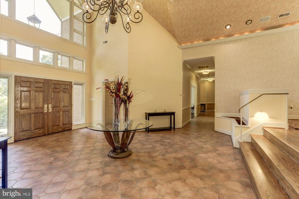 Grand Foyer - 7115 WOLF DEN RD, FAIRFAX STATION