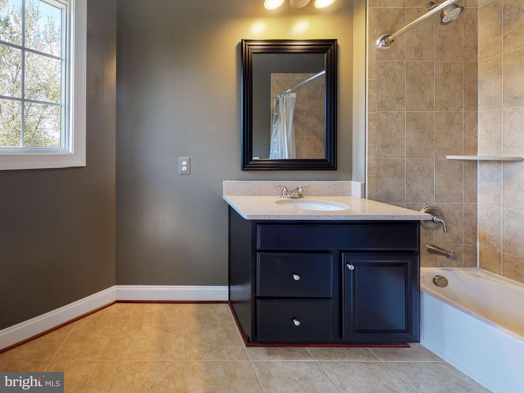 Full Bathroom for Bedroom #2 - 23429 ROUNDUP PL, ALDIE