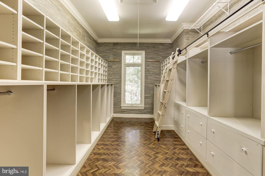 Deep walk-in closet - 7115 WOLF DEN RD, FAIRFAX STATION