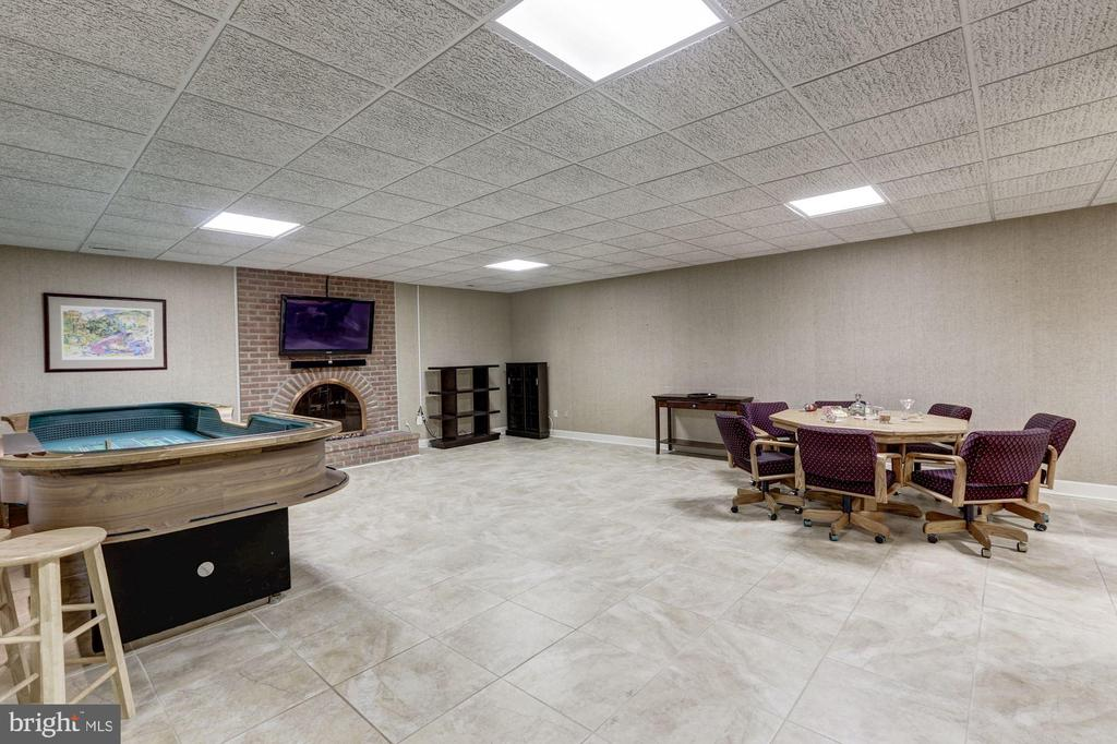 Recreation room - 7115 WOLF DEN RD, FAIRFAX STATION