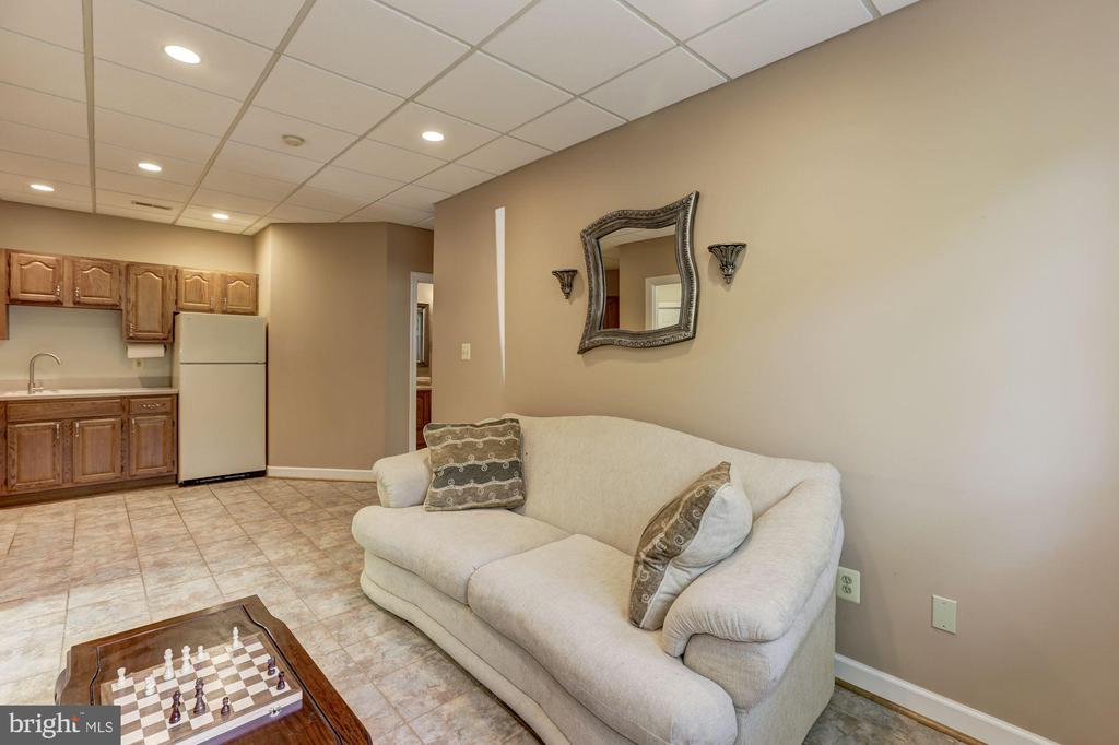 Lower level suite - 7115 WOLF DEN RD, FAIRFAX STATION