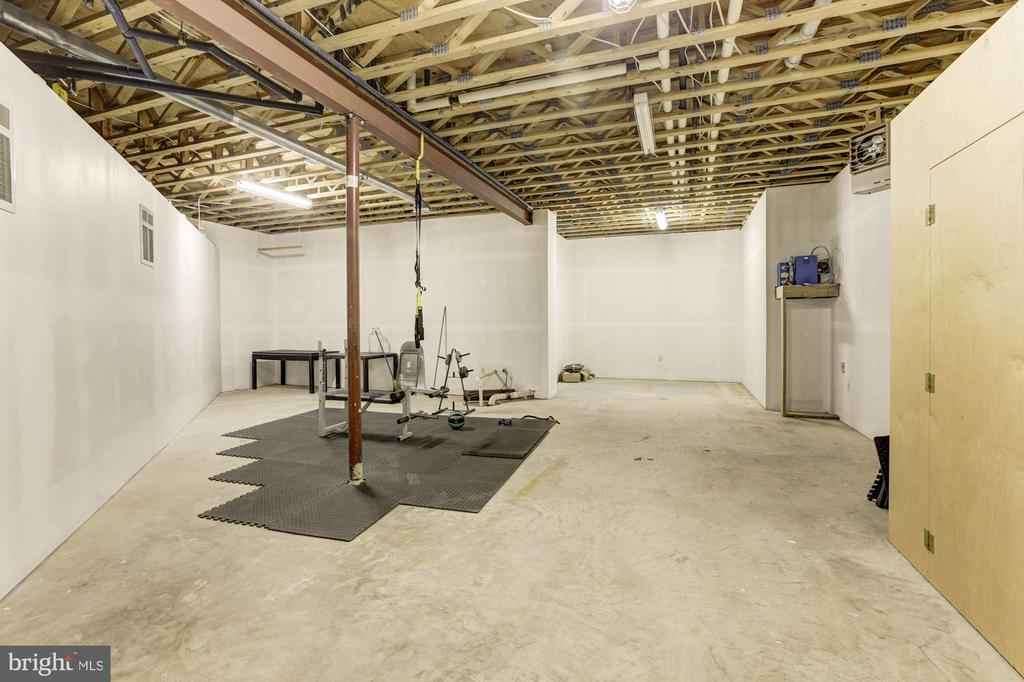 Storage room/Home gym area - 7115 WOLF DEN RD, FAIRFAX STATION