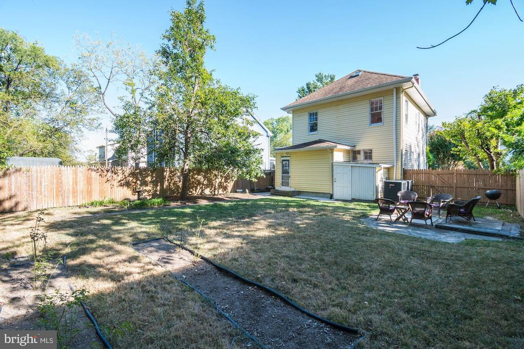 Double lot is fully fenced - 210 LAVERNE AVE, ALEXANDRIA