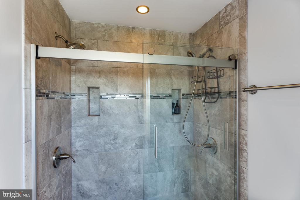 Dual Shower Heads and Ceramic Tile - 2859 YARN CT, FALLS CHURCH