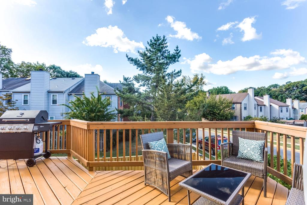 Large Deck - Just Refinished - 2859 YARN CT, FALLS CHURCH
