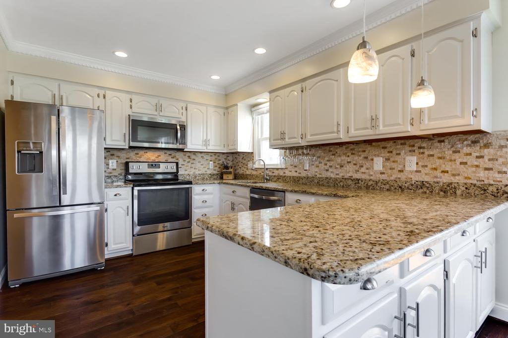 Granite, Pendants and Stainless Steel - 2859 YARN CT, FALLS CHURCH