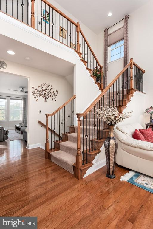 Stairs to Upper level - 22849 EMERALD CHASE PL, ASHBURN