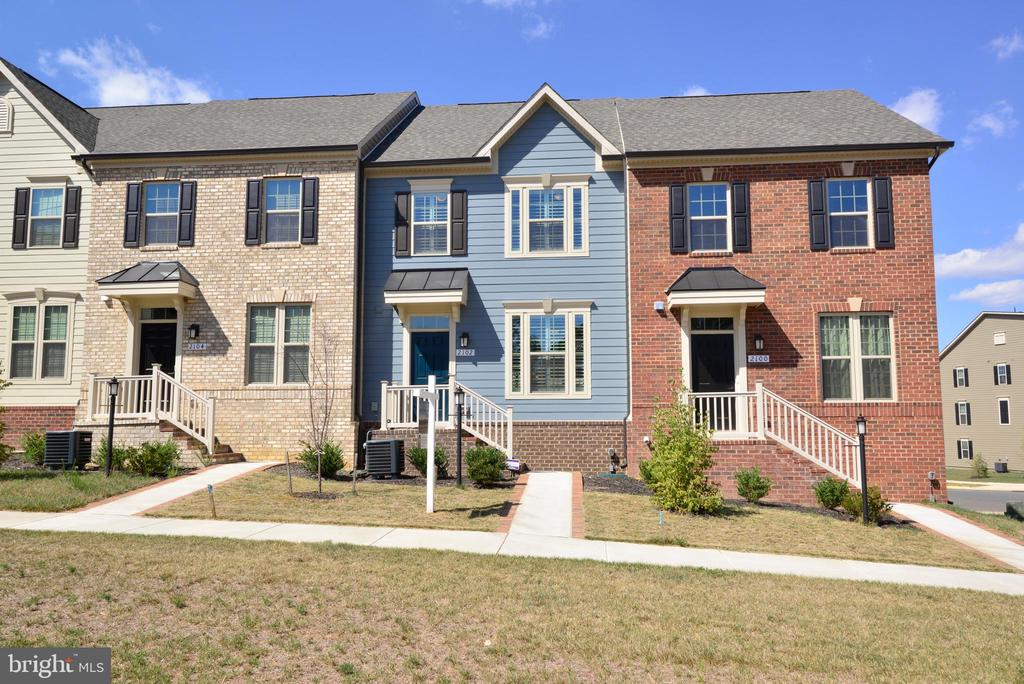 Four Level Town Home with Roof Top Patio - - 2102 HEMLOCK BAY RD, DUMFRIES
