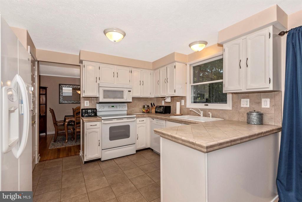 Kitchen View 2 - 8216 LANGPORT TER, GAITHERSBURG