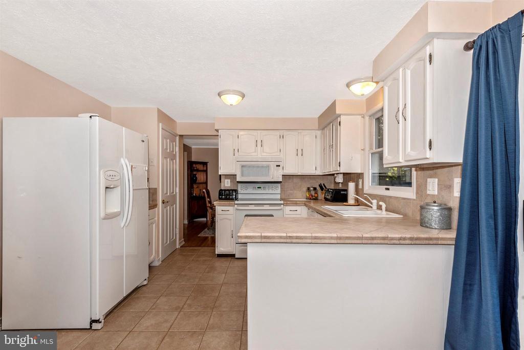 Kitchen View 3 - 8216 LANGPORT TER, GAITHERSBURG