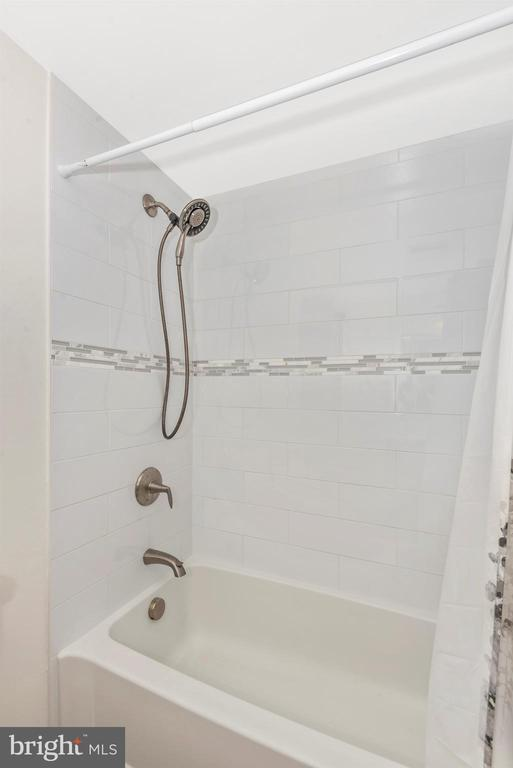 Upper Level Hall Bath View 2 - 8216 LANGPORT TER, GAITHERSBURG