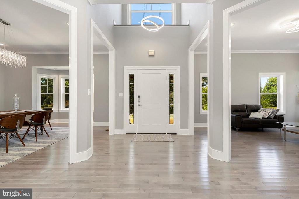 2- story foyer, hardwoods main level - 1349 GORDON LN, MCLEAN