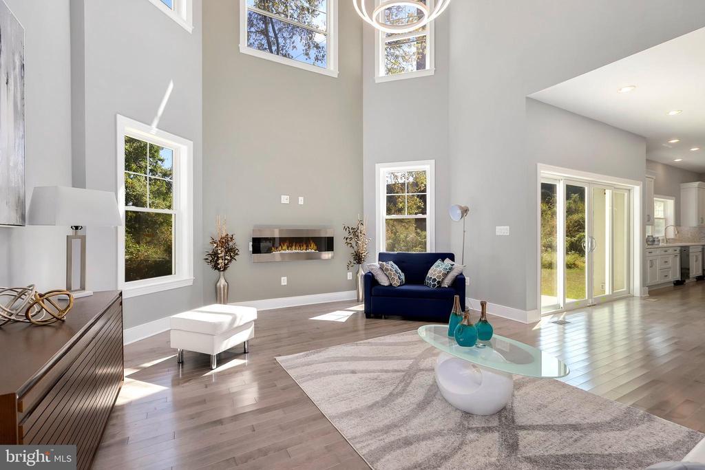 2-story family room with hardwoods - 1349 GORDON LN, MCLEAN