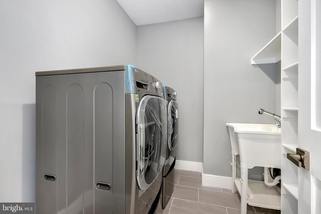 Upper level laundry - 1349 GORDON LN, MCLEAN