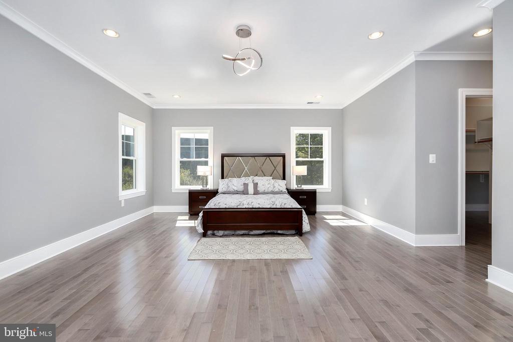 Master bedroom, hardwood floors - 1349 GORDON LN, MCLEAN